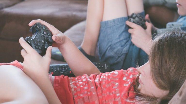 gaming-girl-kids